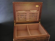 Humidor with cigar humidifier